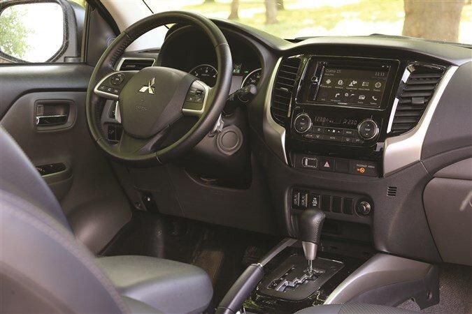 Mitsubishi L200 Pick-up: Kokpit Tasarımı