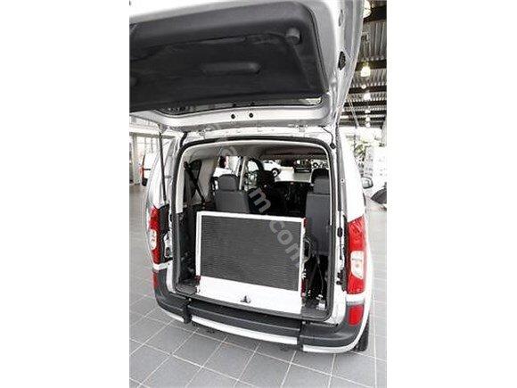VW CARAVELLA 2.0 TDİ CONFORTLİNE DÜZ VİTES % 90 VE ÜZERİ ORTOPEDİK RAMPA SİSTEMLİ TAŞIMA ARACİ ENGELLİYE